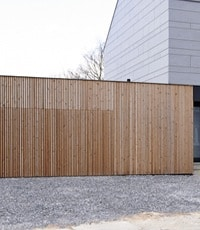 Schuifpoort in hout - thermowood