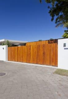 automatische poort uit hout