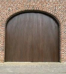 openslaande houten garagepoort